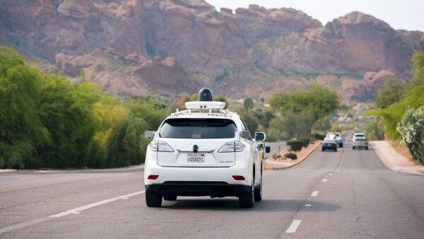 California ha propuesto prohibir los autos de conducción autónoma que no tengan volantes, pedales y a un conductor.