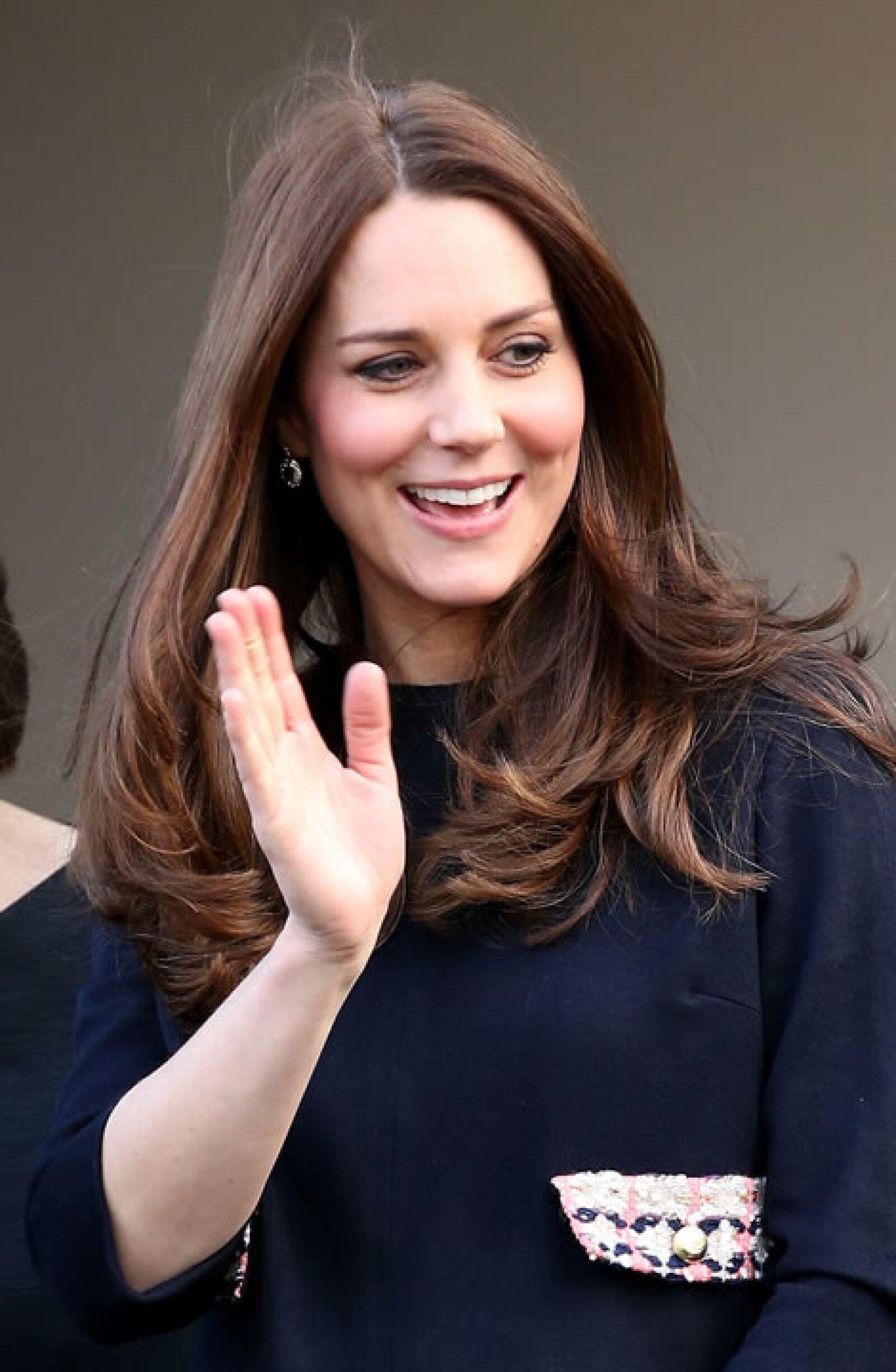 Kate Middleton en un abrigo azul.