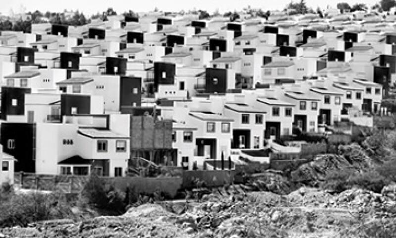 La participación de desarrolladoras que cotizan en la BMV cayó 50% en el total de vivienda construida entre 2006 y 2012. (Foto: Adán Gutiérrez)