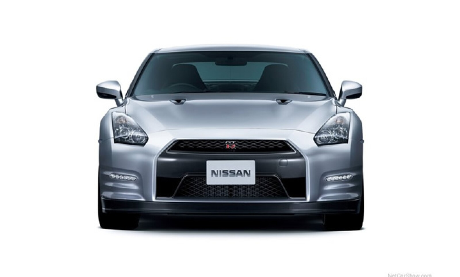 El precio de este vehículo es de 69,550 libras esterlinas, aproximadamente 1.3 millones de pesos.
