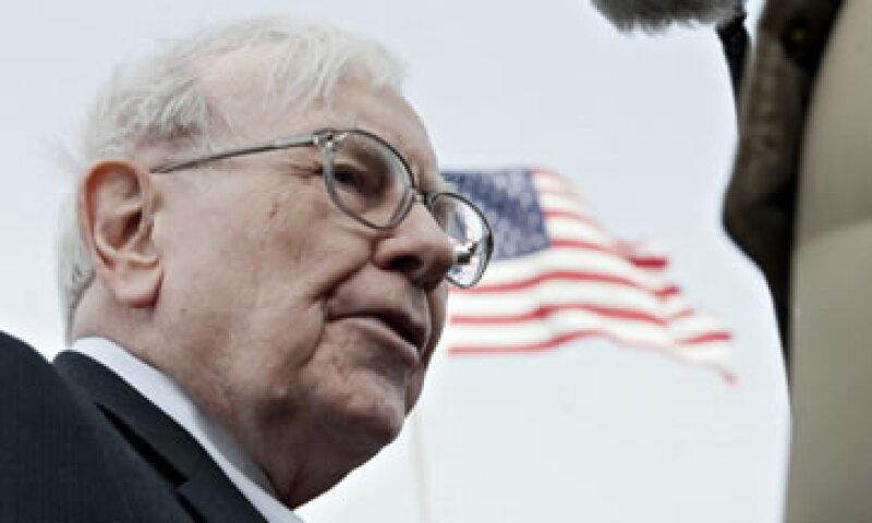 Warren Buffett ha dicho que ve valor en los periódicos en comunidades cerradas que se especializan en noticias locales. (Foto: Getty Images)