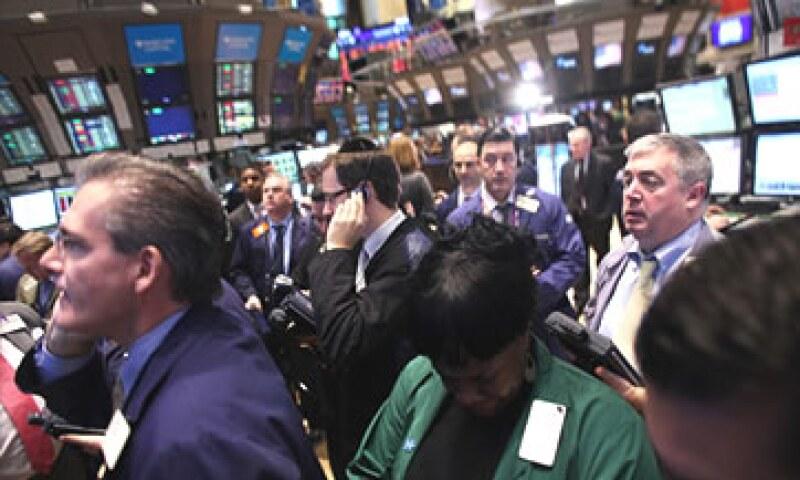 Los bonos de fin de año disminuirán en 2011 hasta 30% en Wall Street. (Foto: Cortesía CNNMoney)