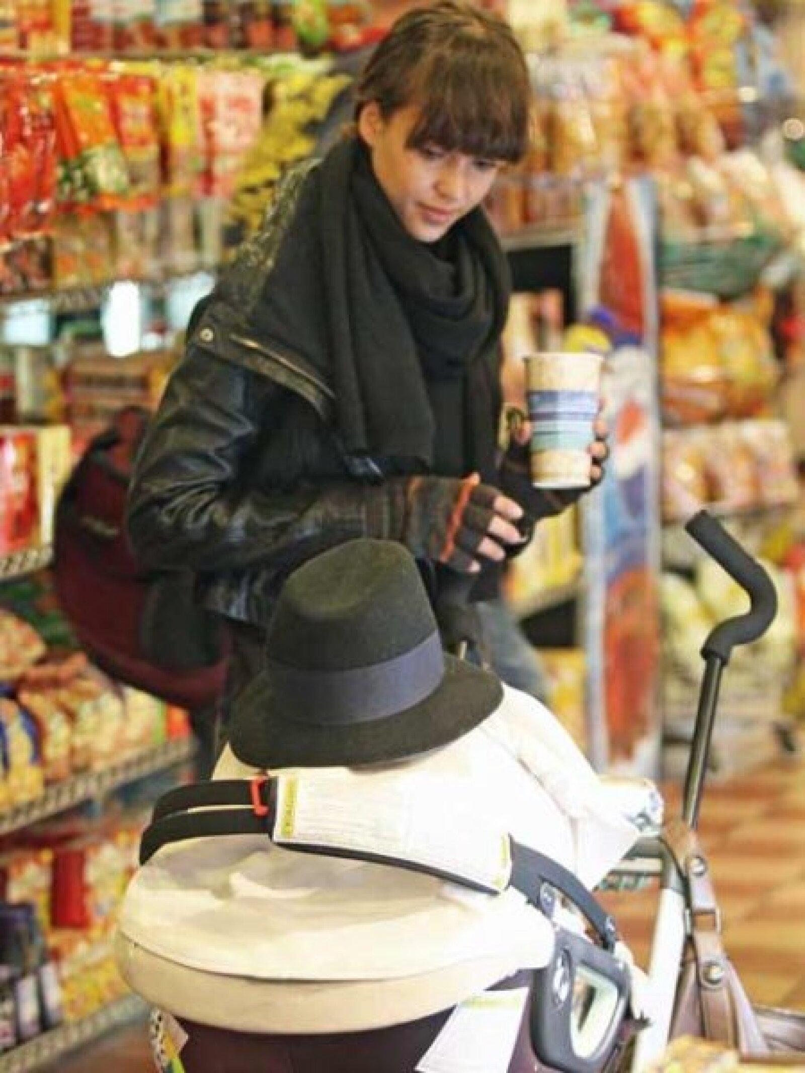 Otra de las afortunadas en tener un lindo bebé, fue la actriz de origen latino Jessica Alba quien aseguró en una entrevista que quiere que su bebé hable español.