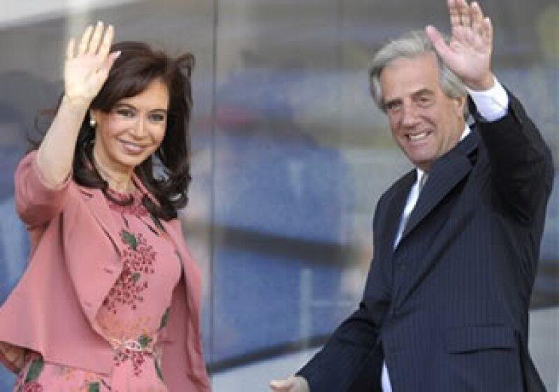 Los mandatarios de Argentina y Uruguay se reunieron en la Cumbre del Mercosur.  (Foto: AP)