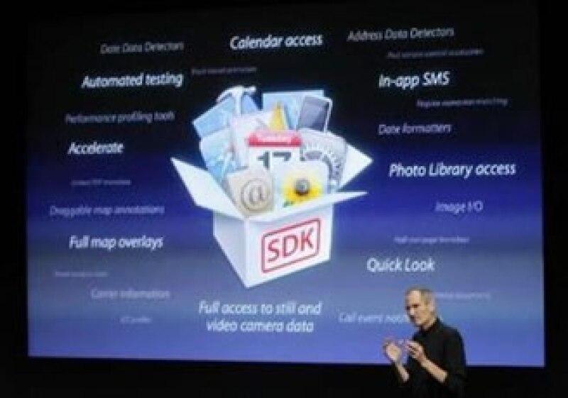 Steve Jobs presumió las ventas de los dispositivos iPad y iPhone. (Foto: Reuters)