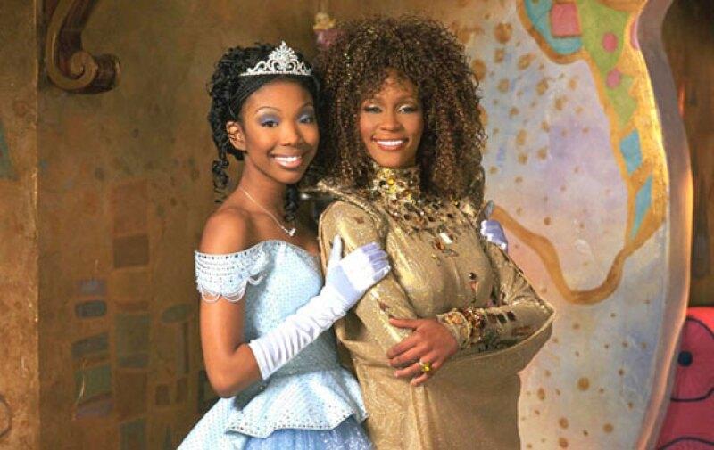 La fallecida Whitney Houston brilló en esta versión de Cenicienta junto a Brandy.
