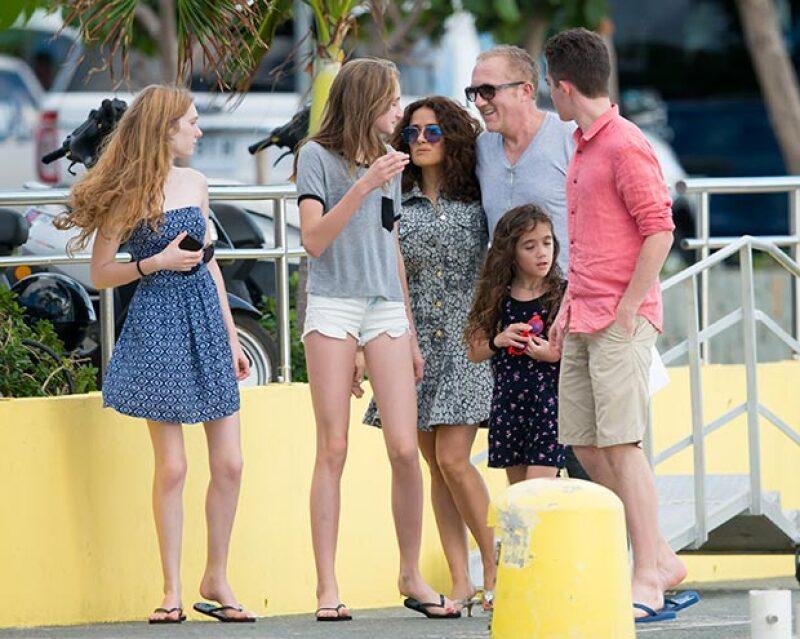La familia fue vista conviviendo por el destino turístico.