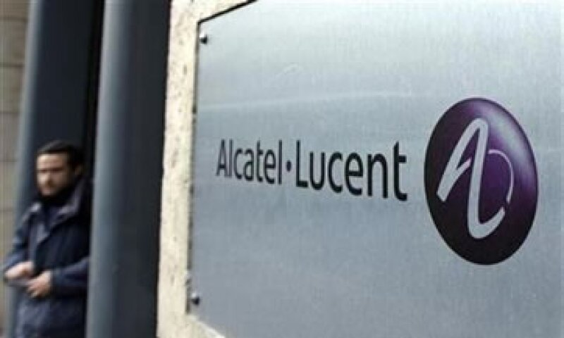 Alcatel Lucent se ha visto afectada por su pequeño tamaño y su alta base de costos frente a sus rivales.  (Foto: Reuters)