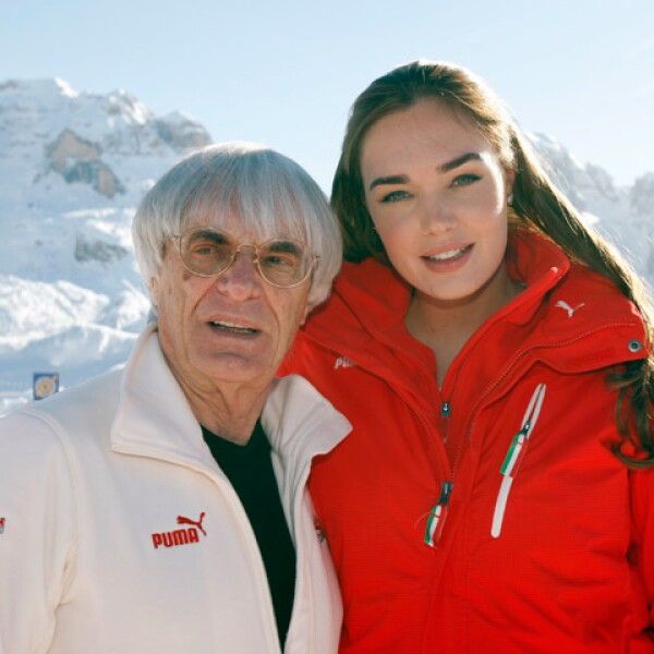 Posando con su padre, ataviada en una chamarra Ferrari.