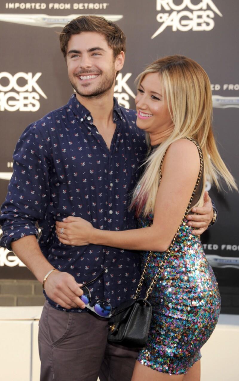 Zac Efron y Ashley Tisdale. Son tan cercanos que en más de una ocasión ha sido confundidos con pareja, y es que cuando están juntos no paran de abrazarse.
