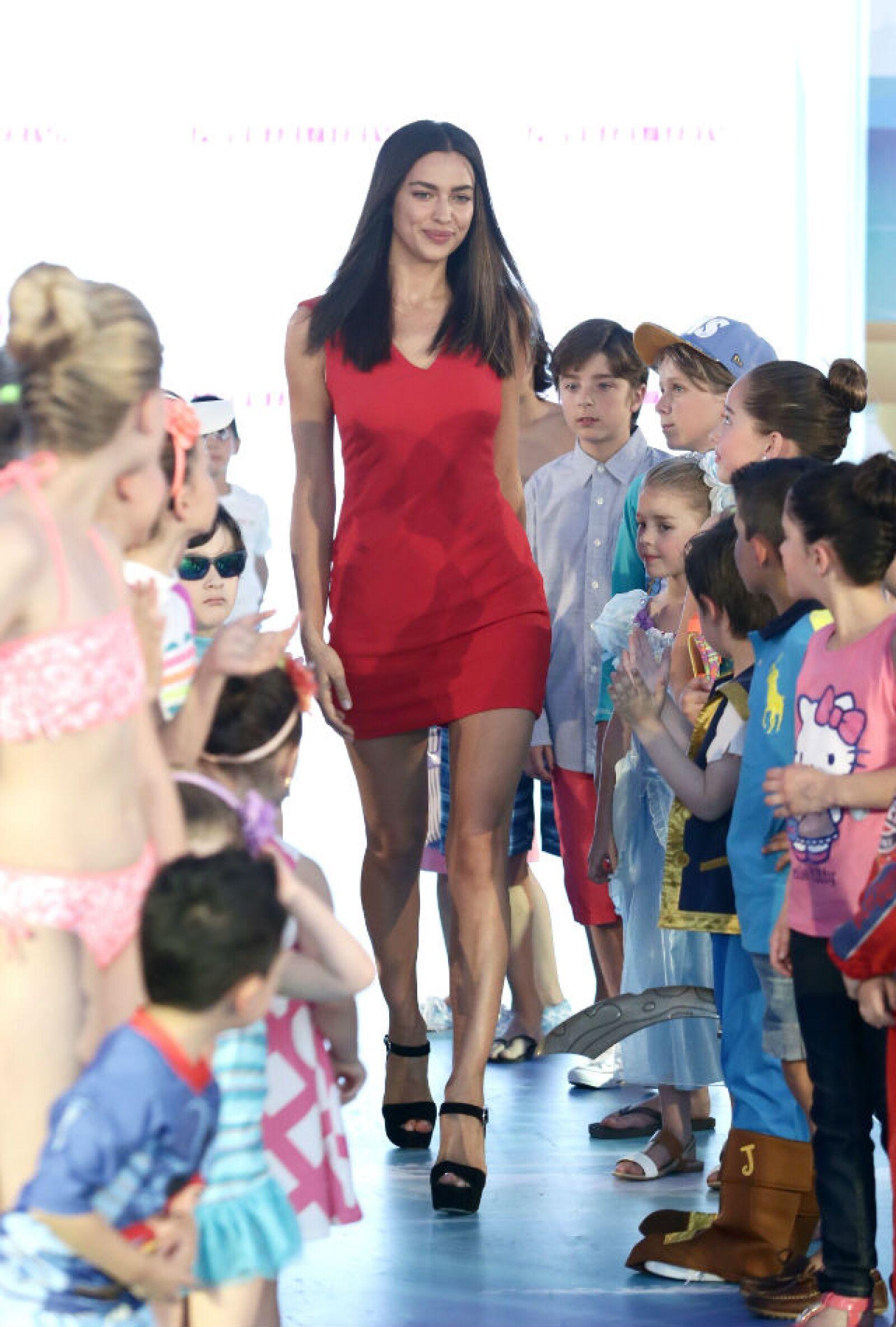 Irina dio broche de oro a la pasarela infantil.