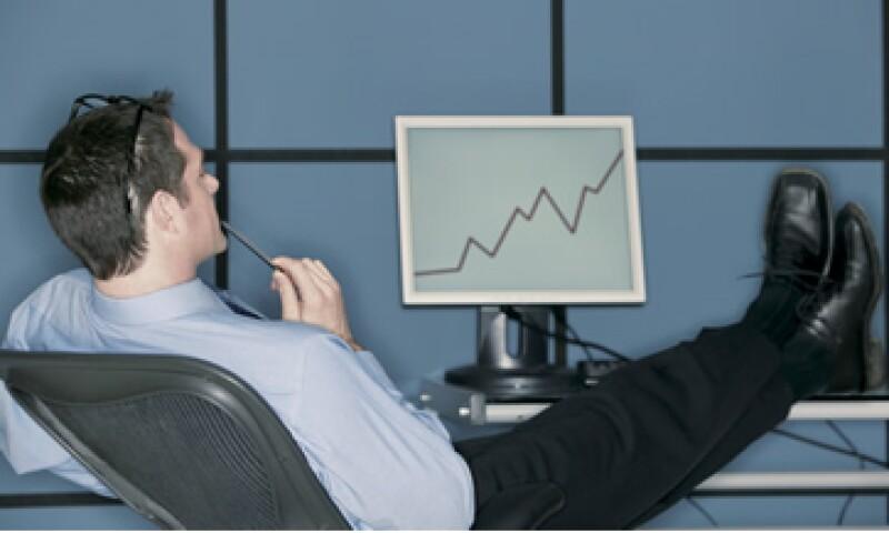 Invertir a través de internet permite tener comisiones bajas, incluso en sociedades de inversión pueden ser nulas. (Foto: Thinkstock.)