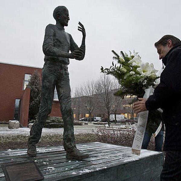 Steve Jobs, fundador de Apple, es recordado en Budapest, Hungría, a través de una estatua creada por el artista Erno Toth.