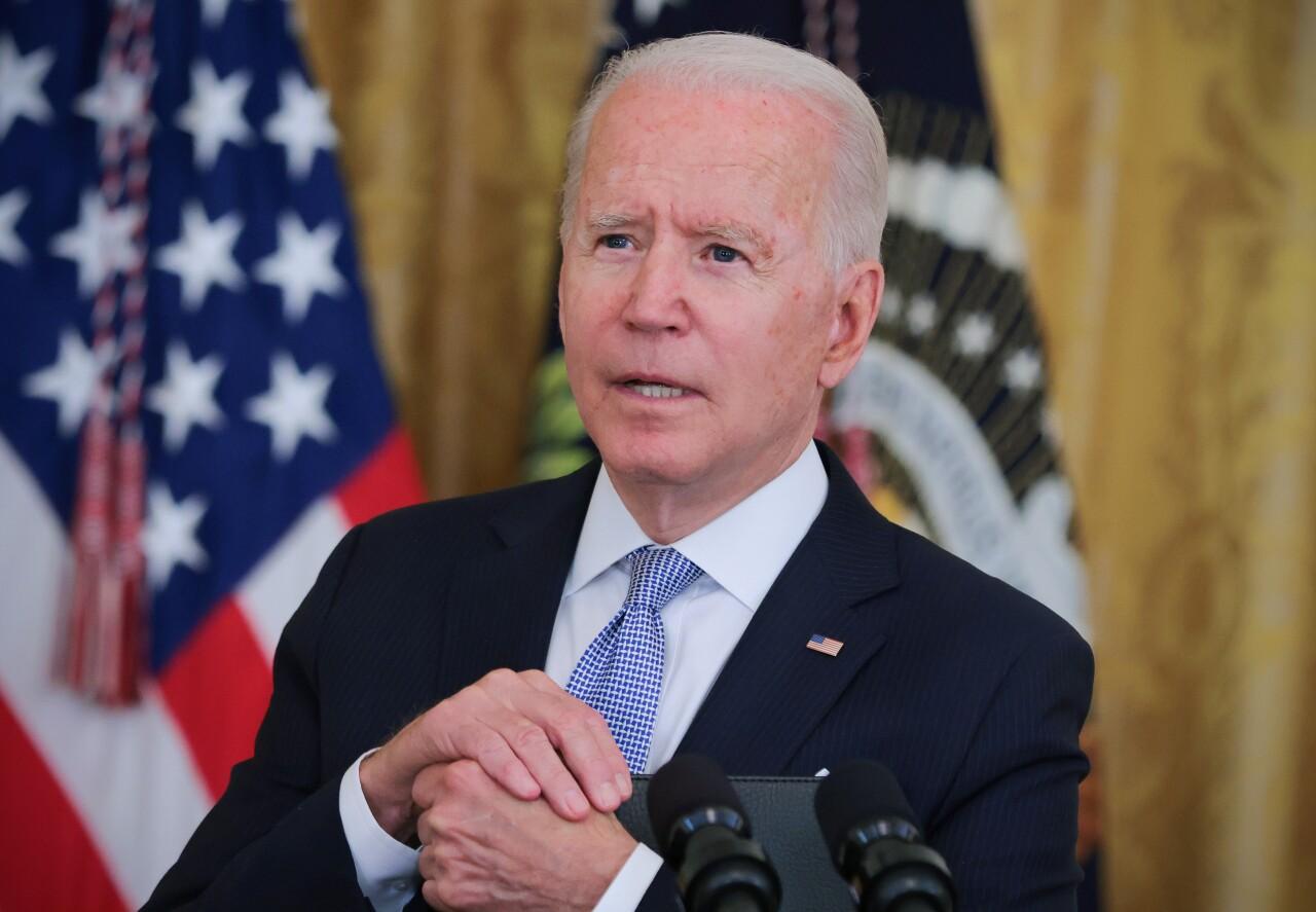 Biden ordena que los empleados federales de EU se vacunen contra el COVID-19