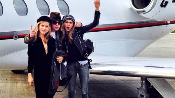 Cara Delevingne presumió en esta foto su llegada a la Semana de la Moda de Milán.