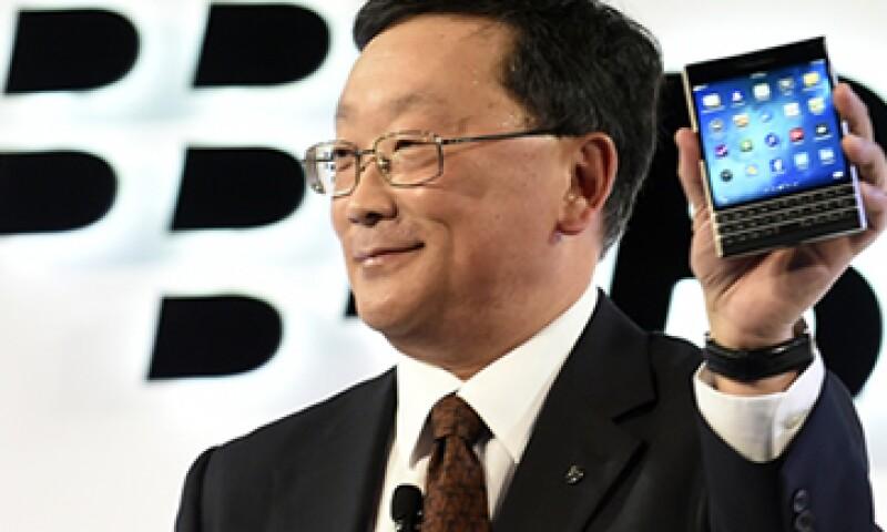 El CEO de BlackBerry, John Chen, presentó el nuevo smartphone Passport esta semana. (Foto: Reuters)
