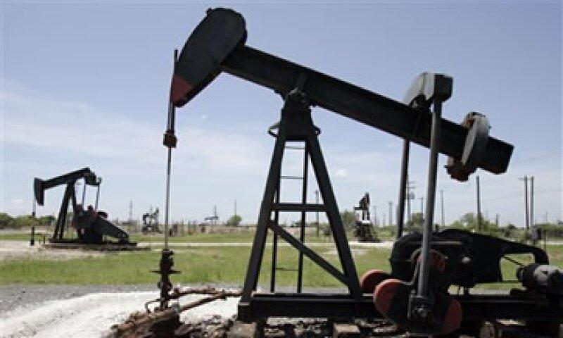 Esta semana, EU comenzó a entregar de los 30 millones de barriles de crudo de reserva que vendió a inicios de mes. (Foto: AP)