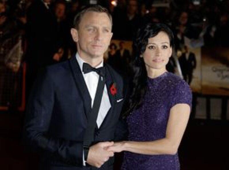 Guillermo y Enrique desfilaron este miércoles por la alfombra roja del estreno mundial en Londres de la última película de James Bond.