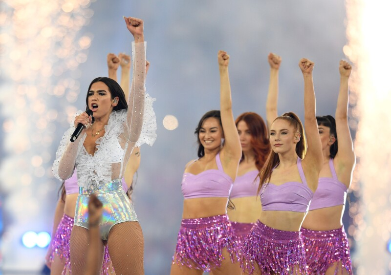 Dua Lipa en la final de Champions League