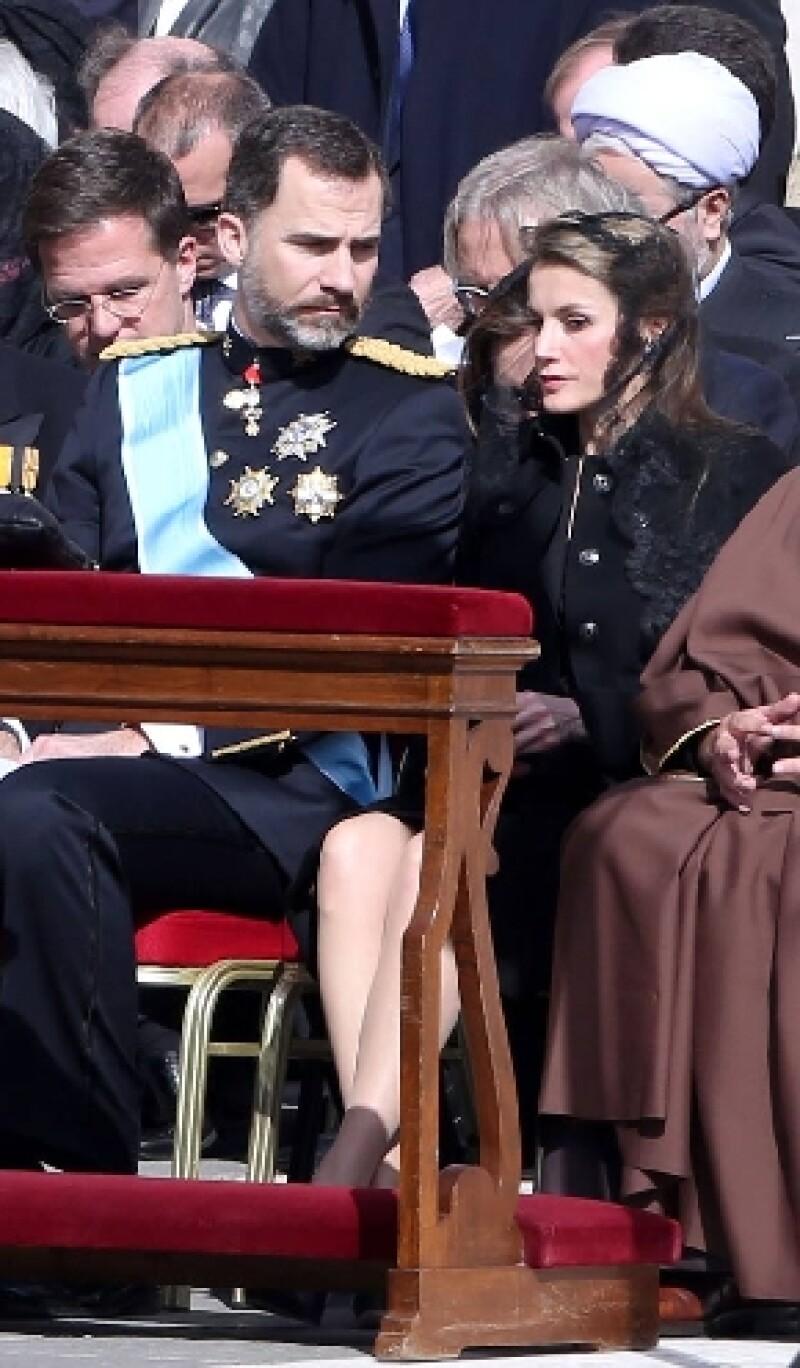 La princesa de España usó un vestido varios centímetros arriba de las rodillas, incumpliendo lo estipulado en el protocolo de la Santa Sede.