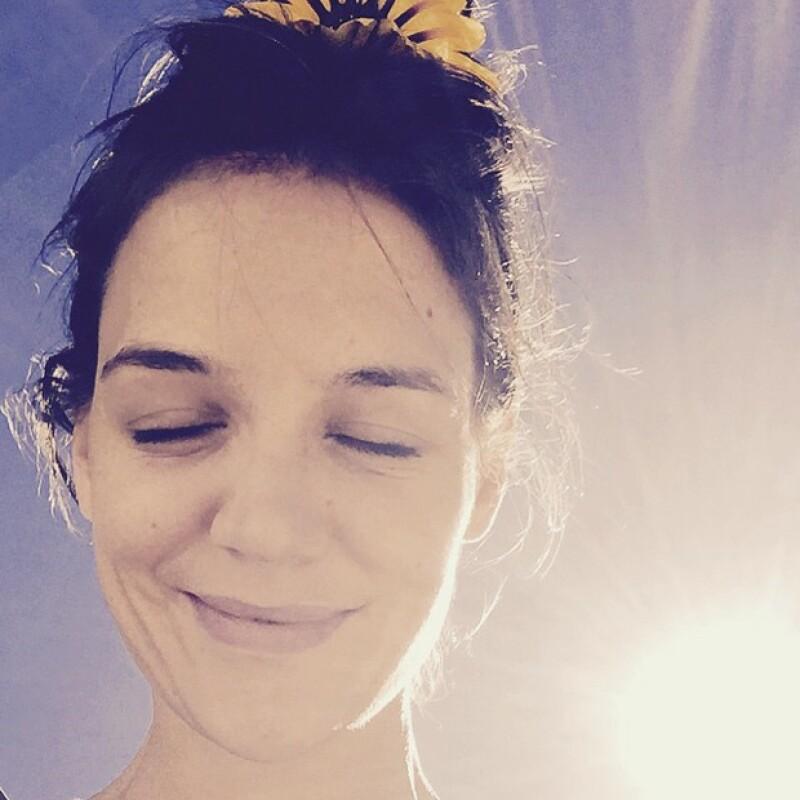 ¡Wow Katie! Lla actriz publicó un clip en el que deja ver lo bien ejercitada que está y lo talentosa que es para bailar.