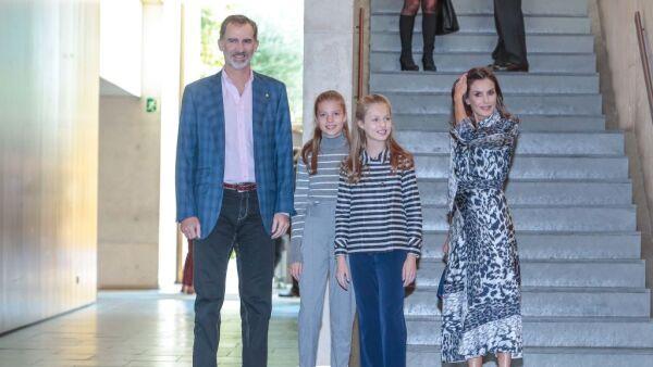 Rey Felipe VI,  infanta Sofía, princesa Leonor  y reina Letizia