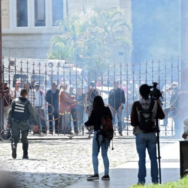 Caos y sangre en el Congreso de Venezuela
