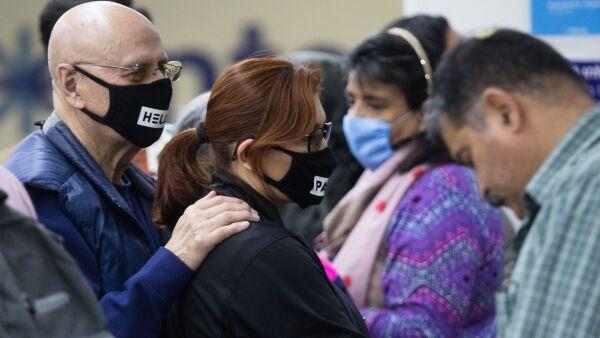 Viajantes utilizan cubrebocas en el aeropuerto ante la alerta mundial de Coronavirus