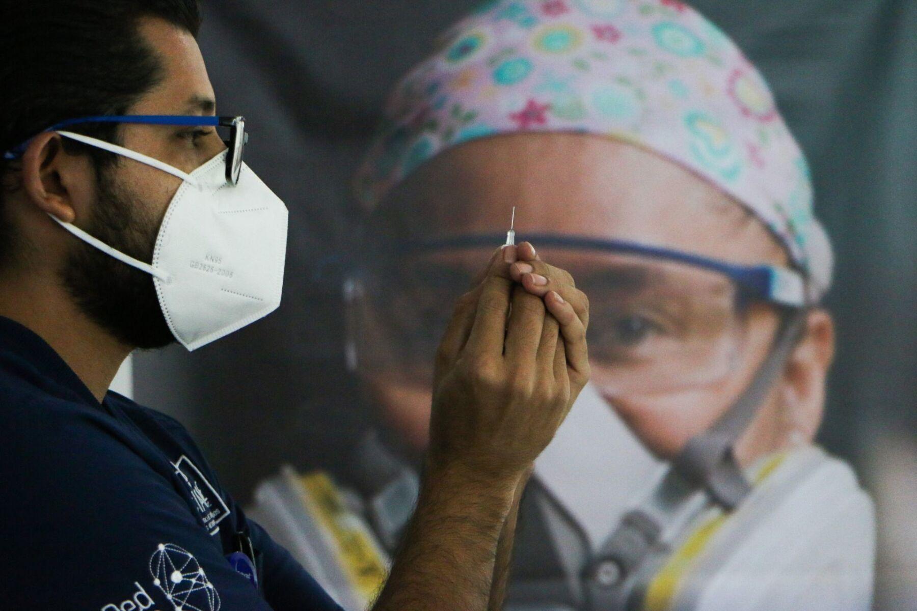 México amarra vacunas contra COVID-19 para 1 de cada 10 habitantes