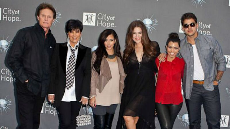 El clan Kardashian en una foto más reciente. Las hermanas han cambiado mucho y Bruce Jenner sigue en proceso de cambio.