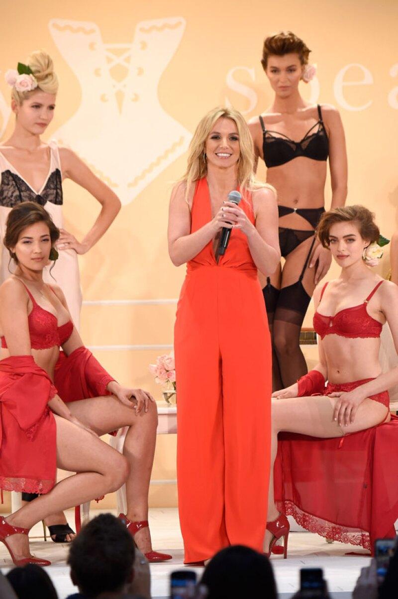 Britney continúa en su faceta como cantante, pero también ha lanzado su nueva línea en lencería.