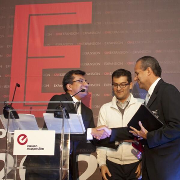 A manos de José Manuel Martínez, editor general del sitio CNNExpansión, y Adolfo Ortega, editor general de la revista Expansión, empezó la entrega de reconocimientos a los finalistas de Emprendedores 2012.