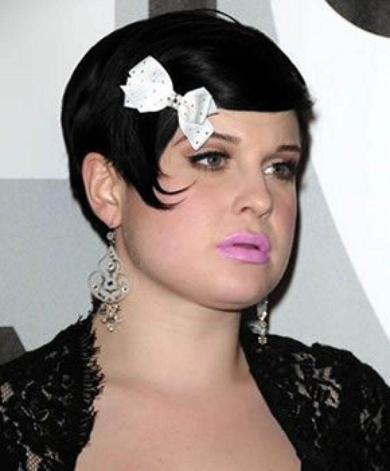 La hija del rockero Ozzy Osbourne dio una cachetada a una periodista en un club de Londres.