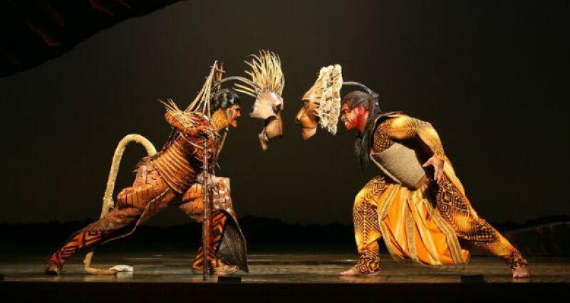 Caracterizaciones originales de Scar (izquierda) y Mufasa (derecha).