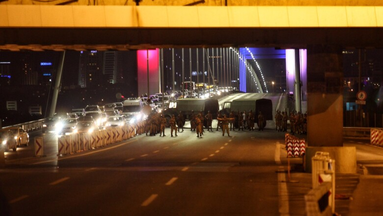 Los militares han ocupado carreteras en Estambul