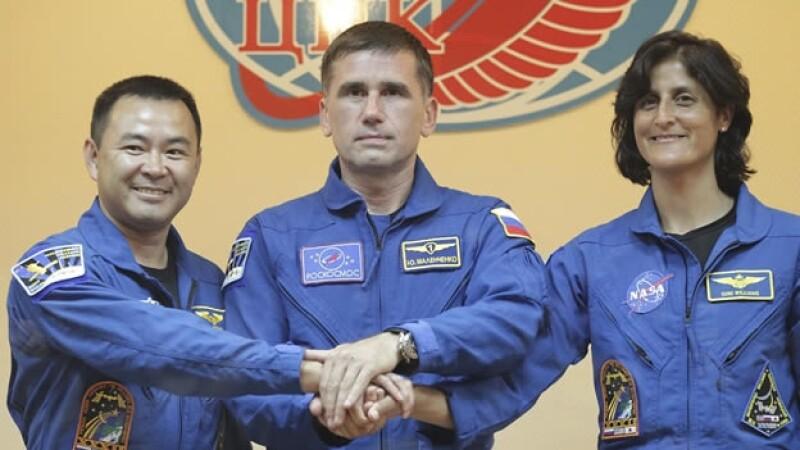 astronautas nave Soyuz