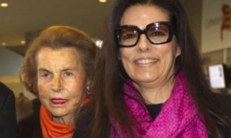 El abogado de Liliane Bettencourt (izq) dijo que planea apelar el fallo que favoreció a la hija de la heredera (der). (Foto: Reuters)