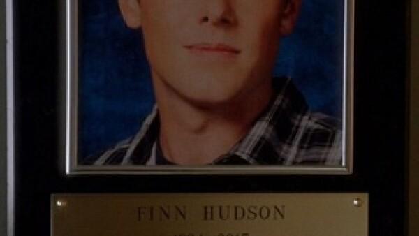 """En un capítulo de &#39Glee&#39 le rindieron homenaje y se despidieron de su personaje """"Finn"""". En el episodio no se dan a conocer las causas por las que murió, el 13 de julio de 2013."""
