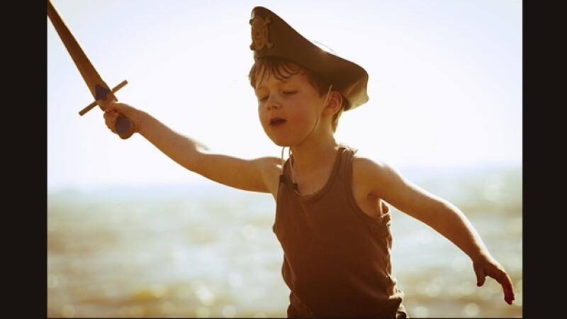 nino disfraz pirata playa vacaciones