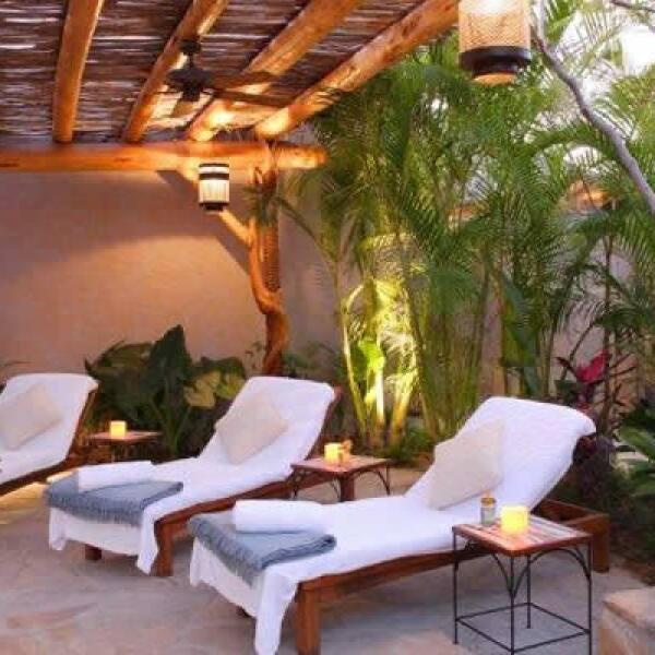 Se ubica en un terreno de 17 acres junto a los riscos de Punta Ballena, a 20 minutos de Cabo San Lucas.