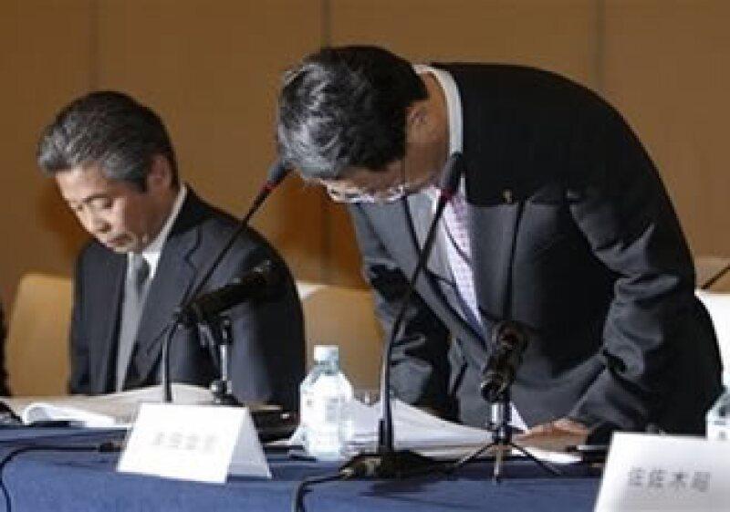Akio Toyoda se diculpó en su mayor mercado, el chino, donde ha retirado más de 75,500 autos por fallas en los aceleradores. (Foto: AP)