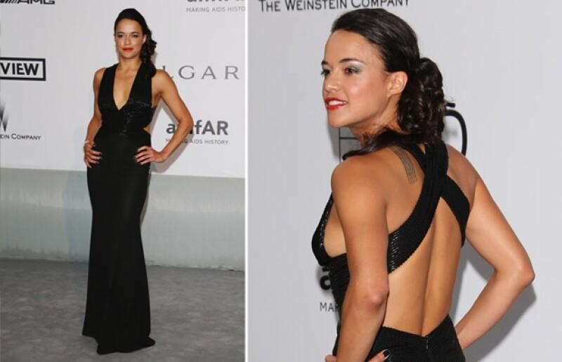 Así lució Michelle Rodríguez, con quien se dice Cara todavía mantiene un romance, durante la gala de amfAR.