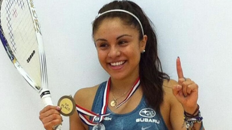 La mexicana Paola Longoria celebrando tras igualar record de triunfos consecutivos en raquetbol