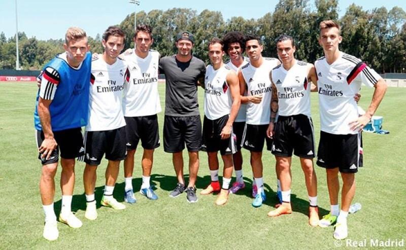 El ex futbolista visitó a sus compañeros en California, aprovechando que el equipo español está de gira por Estados Unidos. El portero del equipo publicó orgulloso una foto con el ex mediocampista.