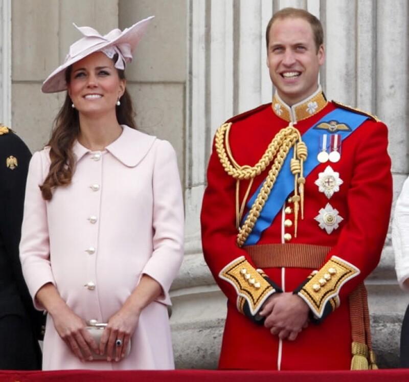 Se acerca el nacimiento del heredero a la corona, por ello, británicos y turistas esperan emocionados el momento y los medios ya están en alerta.