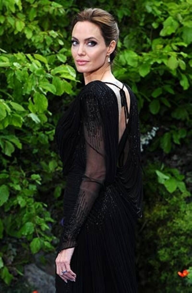 La actriz reveló en entrevista que se someterá a una histerectomía (extracción de los ovarios) para evitar la enfermedad que causó la muerte de su madre.