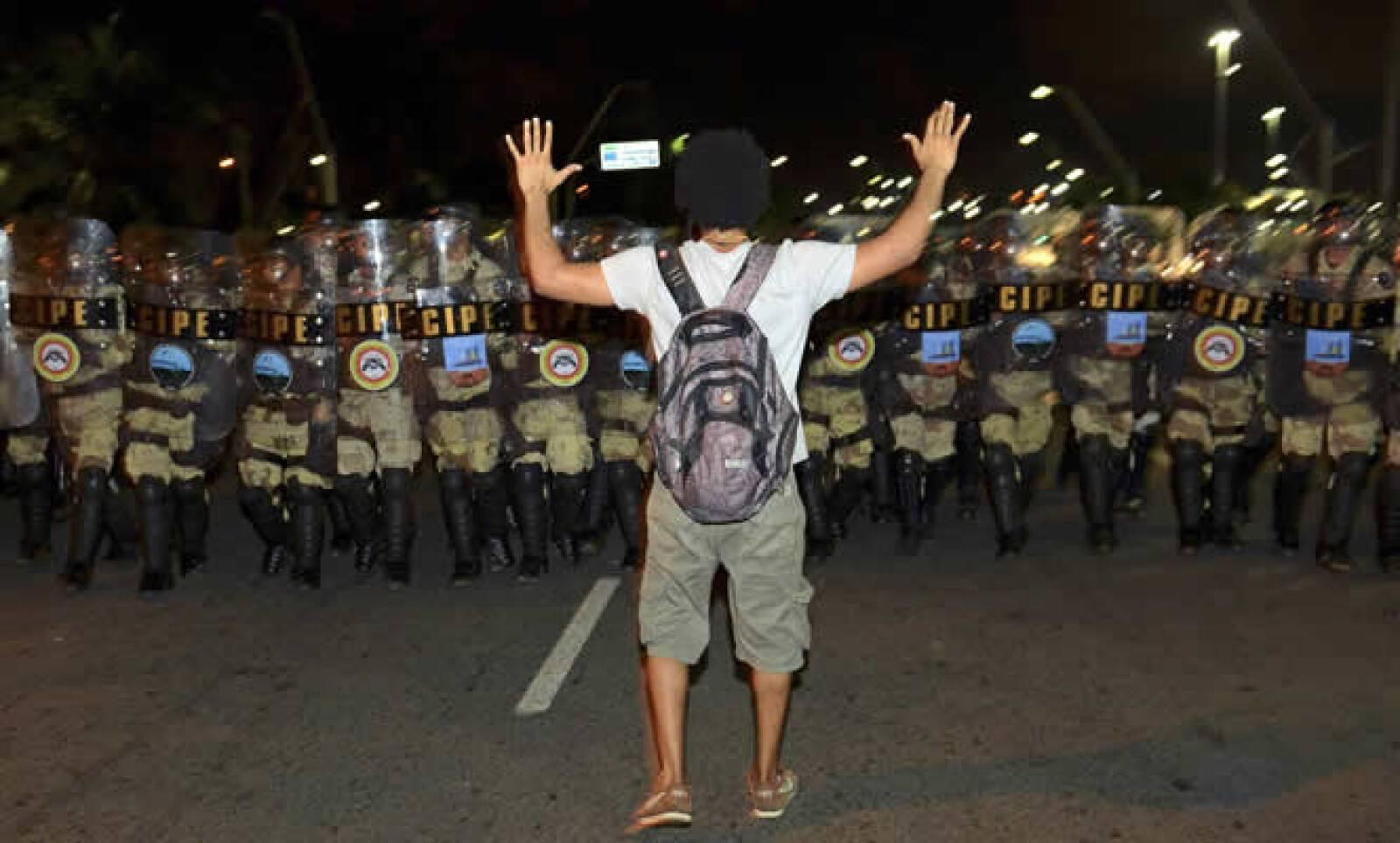 Las manifestaciones, las más grandes de la nación en dos décadas, han atraído a jóvenes estudiantes y a la clase media.