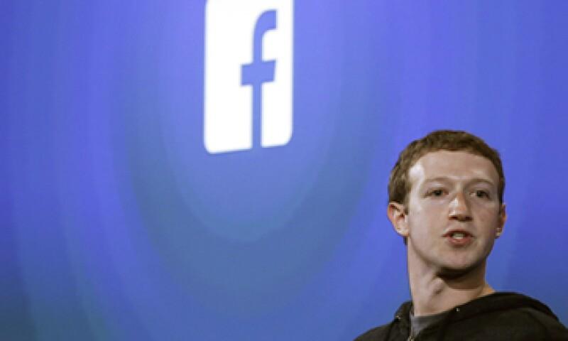 Zuckerberg dijo que en la próxima década, las redes sociales van a ayudar a responder preguntas y resolver problemas complejos. (Foto: Reuters)