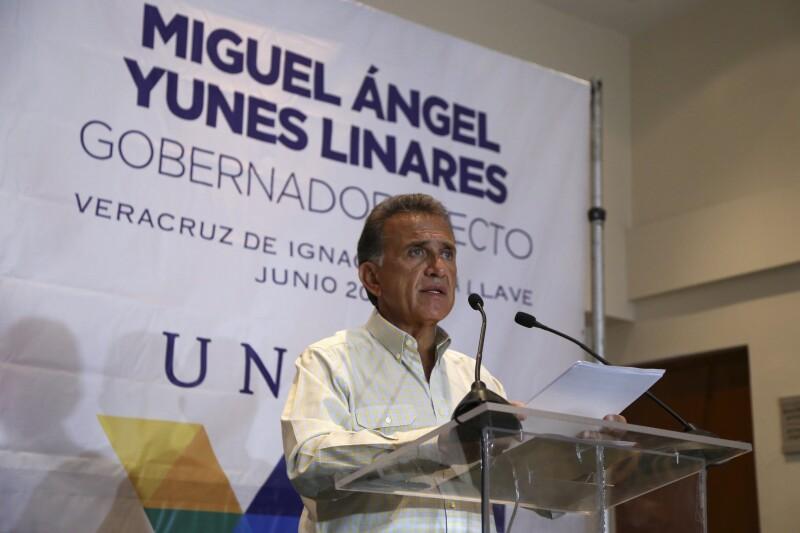 Miguel Ángel Yunes Linares, de la alianza PAN-PRD,señaló que las acciones del actual mandatario, Javier Duarte, ponen en riesgo la estabilidad social en la entidad.