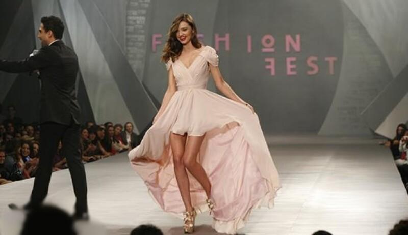 Ayer se llevó a cabo el desfile de moda organizado por Liverpool, en donde pudimos ver lo que viene para la época de frío. La estrella de la noche fue la modelo Miranda Kerr.